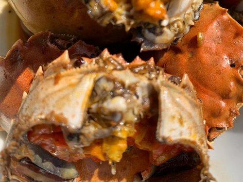 大闸蟹吃起来苦会中毒吗