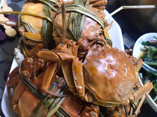 大闸蟹可以和葡萄一起吃吗