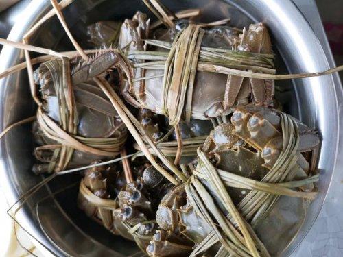 大闸蟹能和洋葱一起吃吗