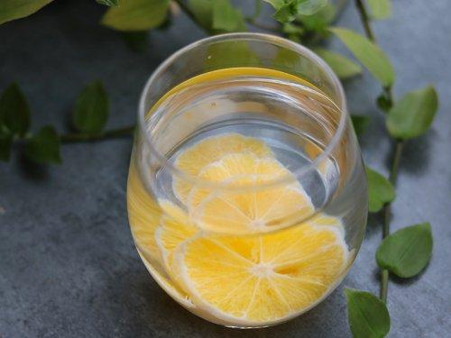 大闸蟹和柠檬水可以一起吃吗